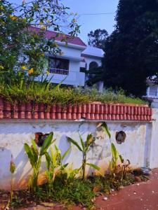 Gallery Cover Image of 3500 Sq.ft 4 BHK Independent House for rent in Neelankarai for 60000
