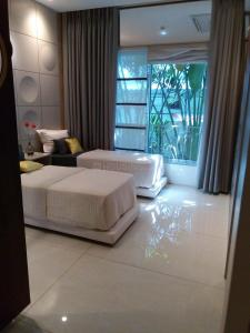 Gallery Cover Image of 947 Sq.ft 2 BHK Apartment for buy in Kanjurmarg East for 14600000