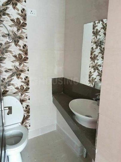 Common Bathroom Image of 1621 Sq.ft 3 BHK Apartment for rent in Noida Extension for 13000