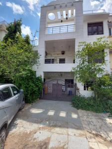 Gallery Cover Image of 2700 Sq.ft 3 BHK Villa for buy in Ambawadi for 26000000