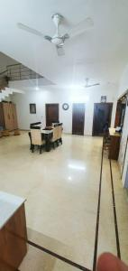Gallery Cover Image of 3240 Sq.ft 5 BHK Independent House for buy in Unitech Nirvana Country, Sector 50 for 65000000