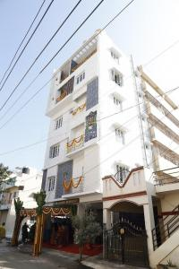 Gallery Cover Image of 8500 Sq.ft 10 BHK Independent House for buy in Hebbal Kempapura for 47500000