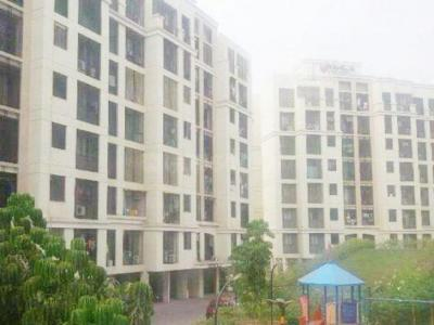 Gallery Cover Image of 650 Sq.ft 1 BHK Apartment for rent in Kandivali East for 27000