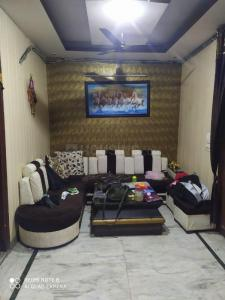 Gallery Cover Image of 1200 Sq.ft 3 BHK Independent Floor for rent in Pitampura for 25000