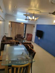 Gallery Cover Image of 1200 Sq.ft 2 BHK Apartment for rent in Shailesh Apartment, Khar West for 70000
