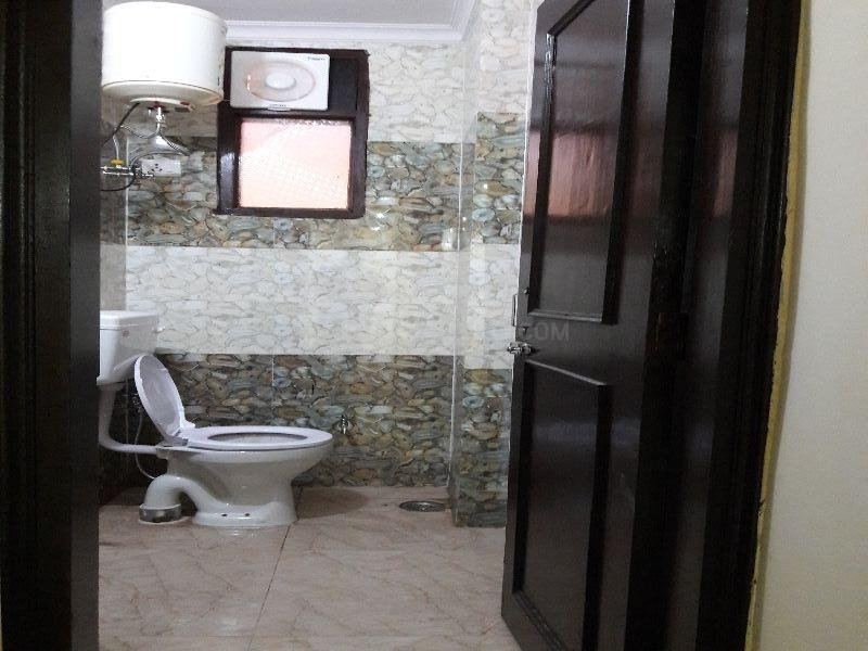 Common Bathroom Image of 500 Sq.ft 1 BHK Apartment for rent in Sultanpur for 9500