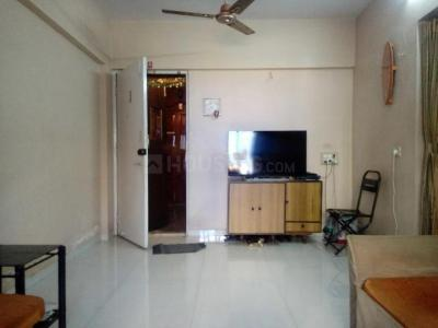 Gallery Cover Image of 300 Sq.ft 1 RK Apartment for rent in Saraf Chaudhary Nagar CHS, Kandivali East for 12000