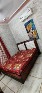 Gallery Cover Image of 480 Sq.ft 1 BHK Independent Floor for rent in Shalimar Bagh for 13000