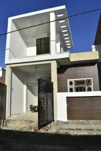 Gallery Cover Image of 1250 Sq.ft 2 BHK Independent House for buy in Jankipuram for 4200000