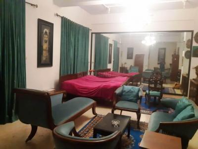Gallery Cover Image of 430 Sq.ft 1 RK Apartment for rent in Marine Lines for 70000