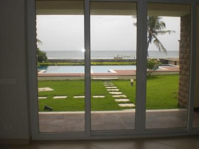 Gallery Cover Image of 6500 Sq.ft 5 BHK Independent House for rent in Neelankarai for 300000