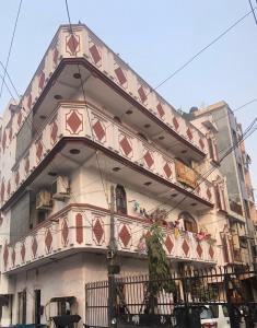 Gallery Cover Image of 3000 Sq.ft 5 BHK Villa for buy in Krishna Nagar for 22000000
