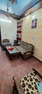 Gallery Cover Image of 800 Sq.ft 2 BHK Independent House for buy in Pitampura for 7500000