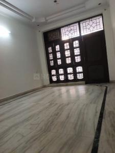 Gallery Cover Image of 800 Sq.ft 2 BHK Apartment for buy in Prateek Apartment, Paschim Vihar for 9500000