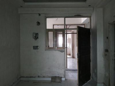 Gallery Cover Image of 750 Sq.ft 1 BHK Apartment for buy in Lucky Palm Valley, Noida Extension for 1650000