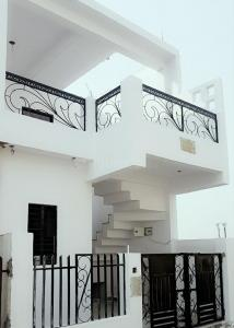 Gallery Cover Image of 950 Sq.ft 2 BHK Villa for buy in Jankipuram for 1651000