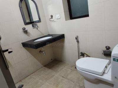 डीएलएफ़ फेज 2 में द हैप्पी स्टे के बाथरूम की तस्वीर