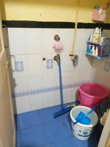 Common Bathroom Image of PG 5074797 Kandivali East in Kandivali East