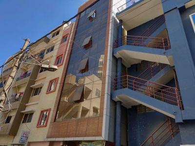 बीटीएम लेआउट में लिविंग सोलूशन्स पीजी में बिल्डिंग की तस्वीर