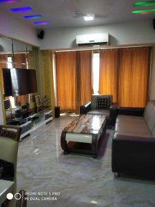 Gallery Cover Image of 1200 Sq.ft 2 BHK Apartment for rent in Santacruz East for 65000