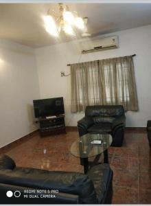 Gallery Cover Image of 2100 Sq.ft 3 BHK Independent Floor for rent in Pushkar Shree Mithila, Nungambakkam for 70000