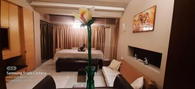 Gallery Cover Image of 550 Sq.ft 1 BHK Apartment for rent in Gulmohar Apartment, Bandra East for 80000