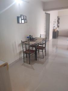 Gallery Cover Image of 1200 Sq.ft 2 BHK Apartment for rent in Bhakti Residency, Chembur for 50000