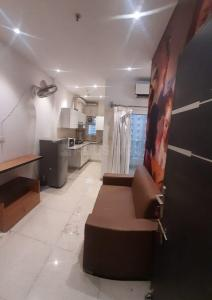 Gallery Cover Image of 560 Sq.ft 1 BHK Apartment for rent in Supertech Ecociti, Sector 137 for 10000