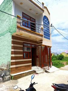 Gallery Cover Image of 1250 Sq.ft 3 BHK Independent House for buy in Govindpuram for 3800000