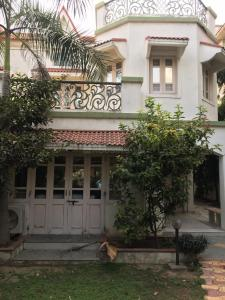 Gallery Cover Image of 3825 Sq.ft 4 BHK Villa for buy in Satellite for 50000000