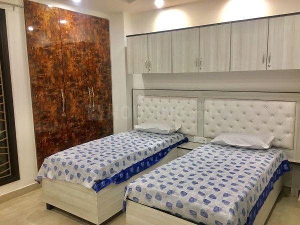 पटेल नगर में गर्ल पीजी में बेडरूम की तस्वीर