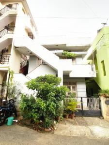 Gallery Cover Image of 2000 Sq.ft 6 BHK Independent House for buy in Rajajinagar for 18400000
