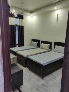 Bedroom Image of Dharam Niwas in Dwarka Mor