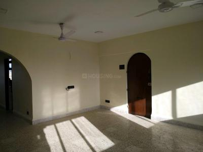 Gallery Cover Image of 1100 Sq.ft 2 BHK Apartment for rent in Cuffe Parade for 125000