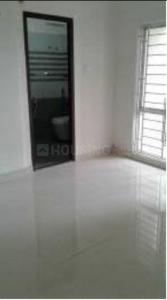 Gallery Cover Image of 905 Sq.ft 2 BHK Apartment for rent in Chinar Park for 12000