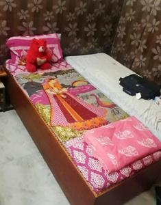 Bedroom Image of Rental Rooms For Girls in Laxmi Nagar