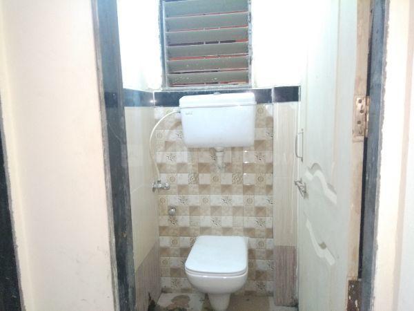 पवई में श्रेया होम्स में बाथरूम की तस्वीर