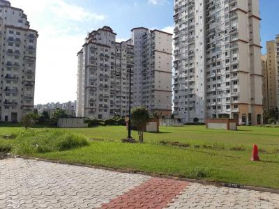 Gallery Cover Image of 1250 Sq.ft 2 BHK Apartment for rent in DLF New Town Heights, New Town for 18000