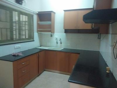 Gallery Cover Image of 1075 Sq.ft 3 BHK Apartment for rent in Velachery for 25000