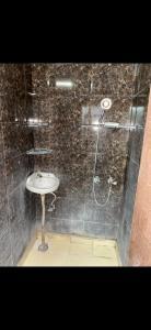 मुखर्जी नगर में पीजी फॉर गर्ल्स के बाथरूम की तस्वीर