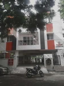 Gallery Cover Image of 1500 Sq.ft 3 BHK Apartment for buy in  Anna Nagar, Anna Nagar for 22500000