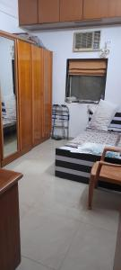 Gallery Cover Image of 500 Sq.ft 1 BHK Apartment for rent in Dadar West for 43000