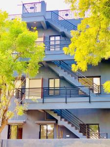 Gallery Cover Image of 1100 Sq.ft 2 BHK Independent House for rent in Memnagar for 20000