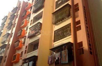 Gallery Cover Image of 700 Sq.ft 2 BHK Apartment for rent in Malad West for 30000