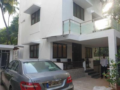 Gallery Cover Image of 3000 Sq.ft 4 BHK Independent House for rent in Juhu for 400000