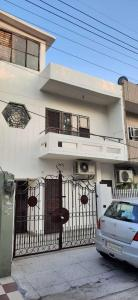 Gallery Cover Image of 1000 Sq.ft 2 BHK Independent House for buy in Shastri Nagar for 8000000