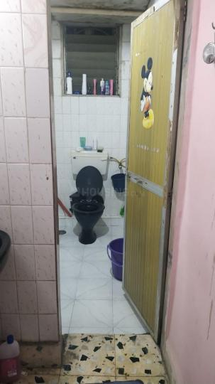 Common Bathroom Image of 750 Sq.ft 1 BHK Independent House for rent in Kopar Khairane for 18000