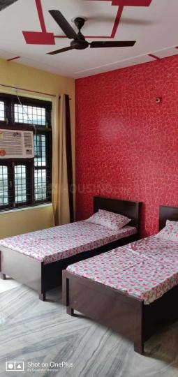 पालम फार्म्स में सफायर  रेसिडेंसी पीजी में बेडरूम की तस्वीर