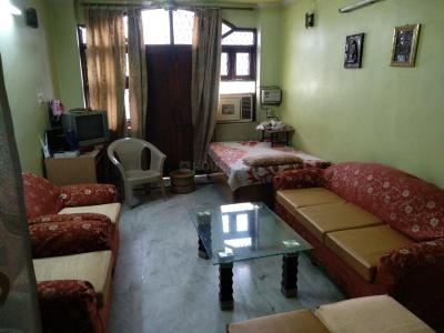 Gallery Cover Image of 1200 Sq.ft 3 BHK Independent Floor for buy in Model Town for 9000000
