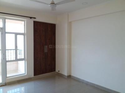 Gallery Cover Image of 1370 Sq.ft 3 BHK Apartment for rent in Noida Extension for 10000